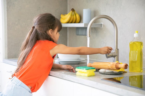 Good manners in Kids- girl washing her utensils-Luma World