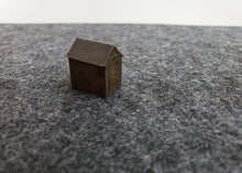 Load image into Gallery viewer, N Gauge Wooden Sheds x 5 per kit