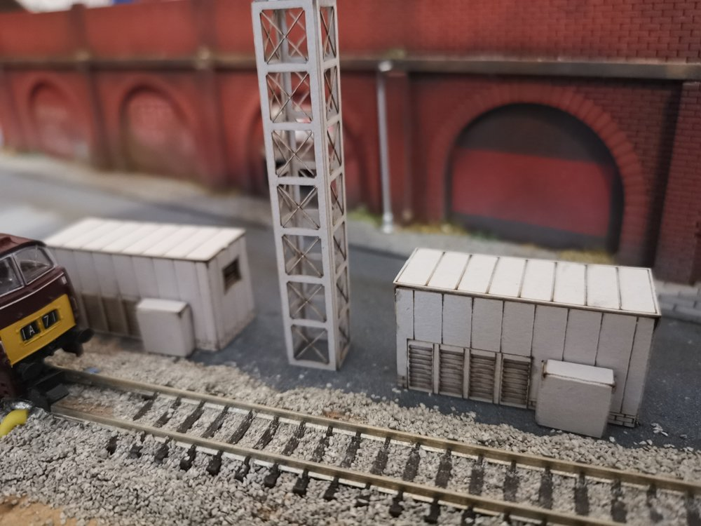 2 X N Gauge Substation's Plus Mast