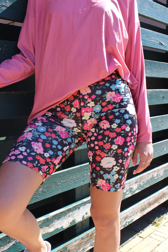 Load image into Gallery viewer, NICOLE-SHORTS - BLACK FLOWER