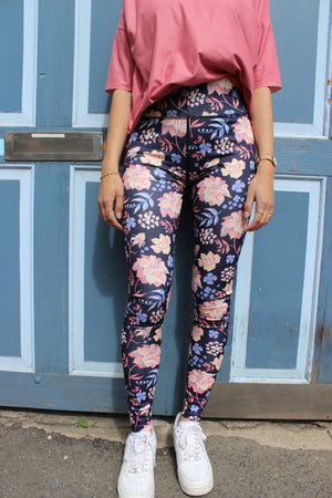 Load image into Gallery viewer, NICOLE-LEGGING - NAVY ROSE FLOWER