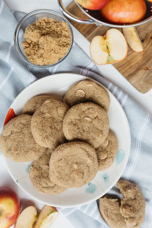 Load image into Gallery viewer, Apple and caramel cookie shipped as a online gift.