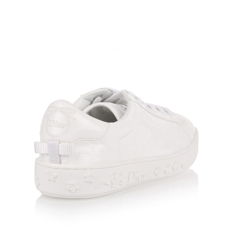 White crinkled patent leather sneaker