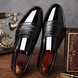 New European  British gentleman PU leather men's Shoes business Pointed Toe Mens Dress  is wearing Glossy leather shoes