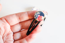 Load image into Gallery viewer, Flower days - 1 matched pair of snap hair clips
