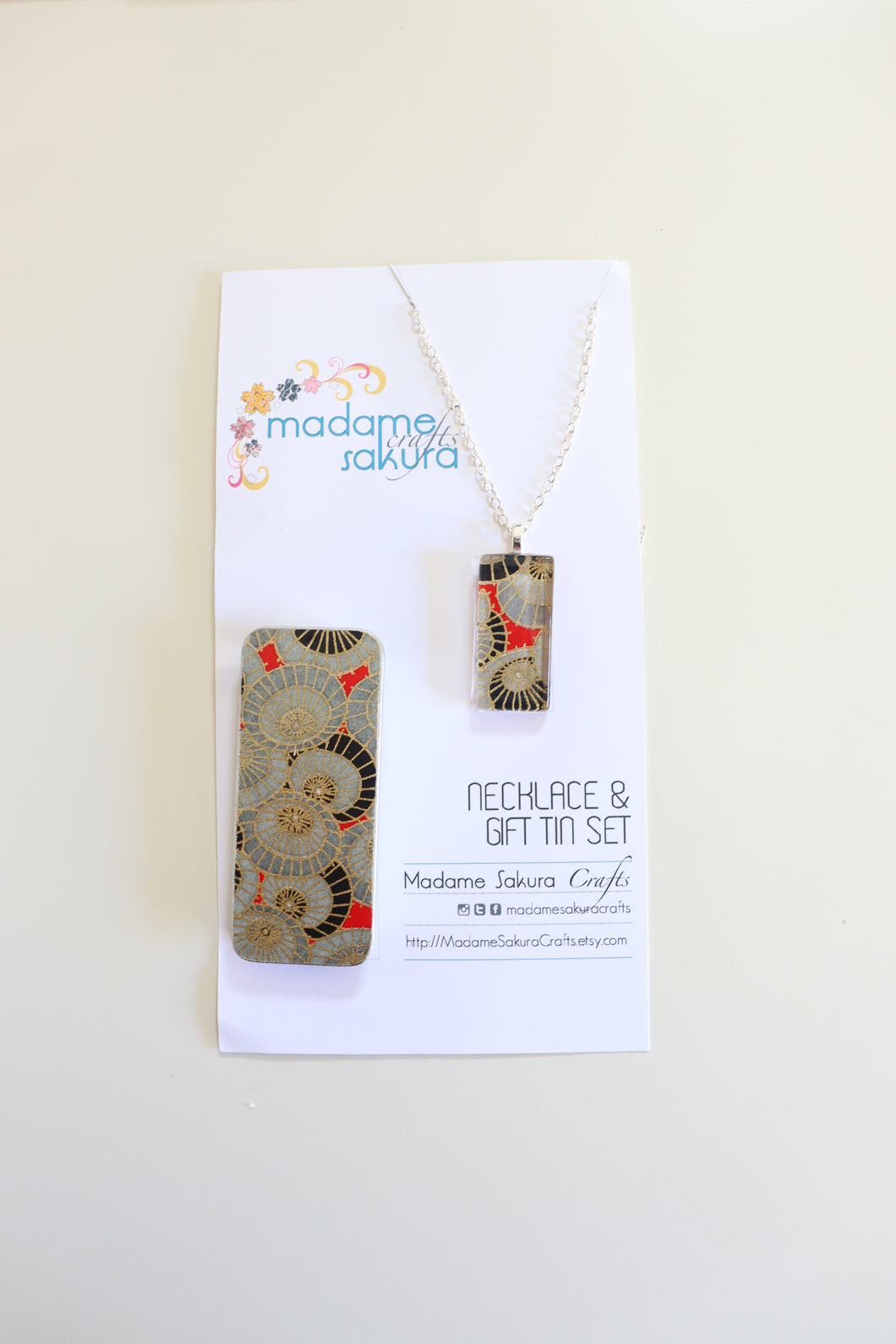 Parasol crowds B - Washi Paper Necklace and Gift Tin Set