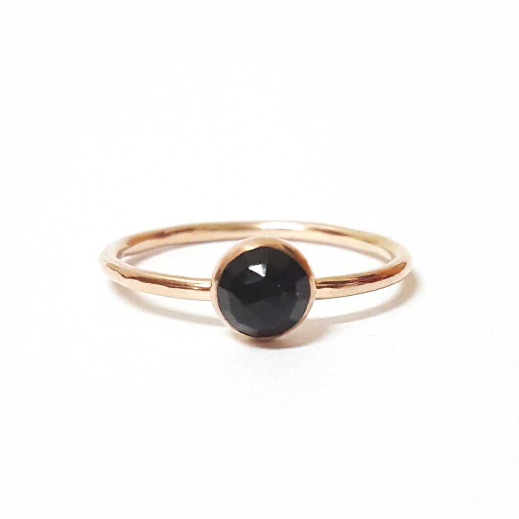 Medium Onyx Stacking Ring in Gold | 8.5