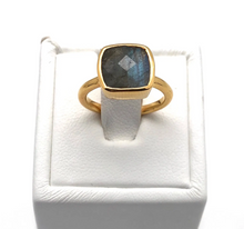 Load image into Gallery viewer, Labradorite Gem Ring