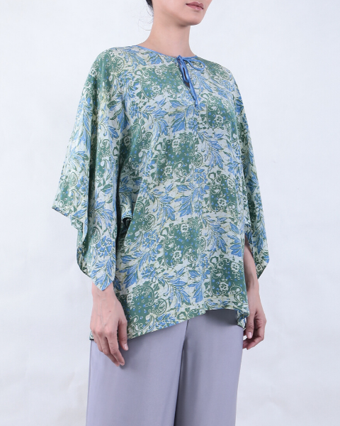 Batik WING BLOUSE with White Base and Blue & Green Grapes Motif