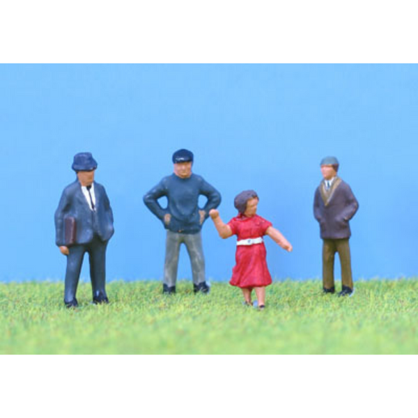 PD Marsh 4x Standing People - P2 (OO Gauge)