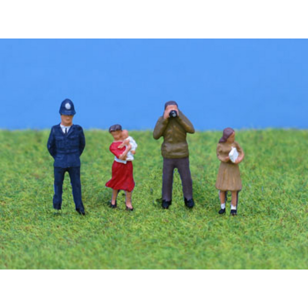 PD Marsh 4x Standing People - P1 (OO Gauge)