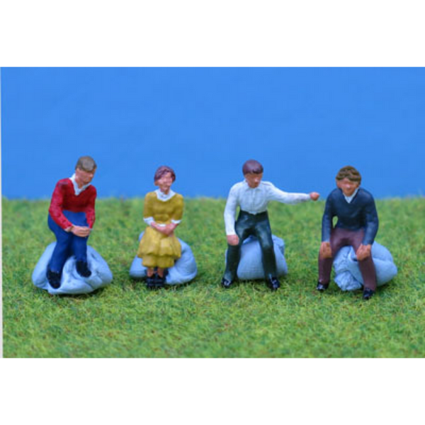 PD Marsh 4x Sitting People (OO Gauge)