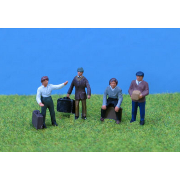 PD Marsh Painted People with Luggage (OO Gauge)