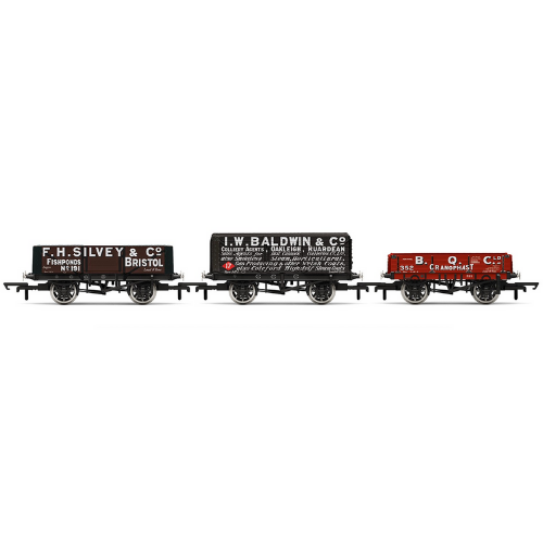 Hornby R6882 Plank Wagons, Three Pack, Various