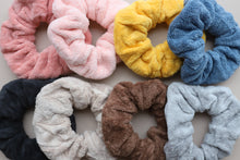 Load image into Gallery viewer, TOWEL OVERSIZED SCRUNCHIE ( 9 COLORS )