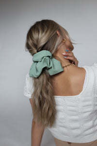IVY OVERSIZED SCRUNCHIE