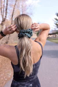 AFRICA OVERSIZED SCRUNCHIE