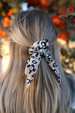 Load image into Gallery viewer, SIENNA SCRUNCHIES (5 COLORS)