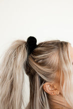 Load image into Gallery viewer, OLIVIA SCRUNCHIES (4 COLORS)