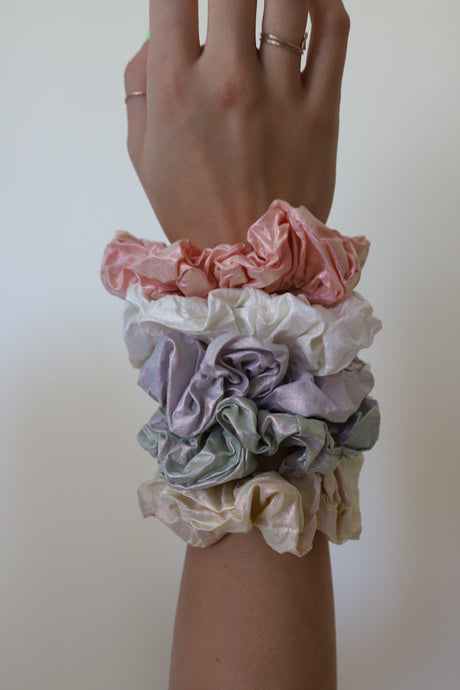 SUGAR, YES PLEASE! SCRUNCHIES (5 COLORS)