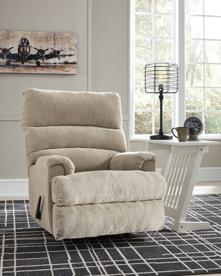 Man Fort Signature Design by Ashley Recliner