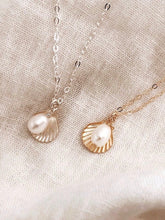 Load image into Gallery viewer, Shell & Pearl Necklace - Gold