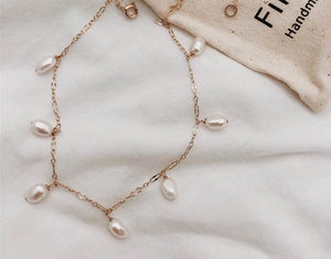 Short Chain Pearl Dangling Necklace - Gold