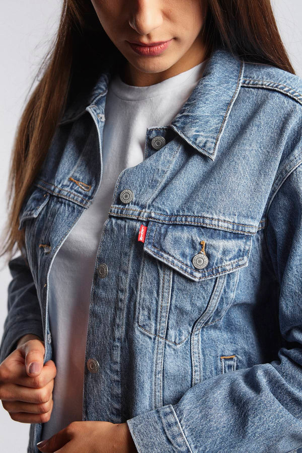 #00046  Levi's одяг, куртка EX-BOYFRIEND TRUCKER JACKET 0055 SOFT AS BUTTER MEDIUM WASH