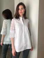 D. Exterior White Tribal Lace Cotton Blouse