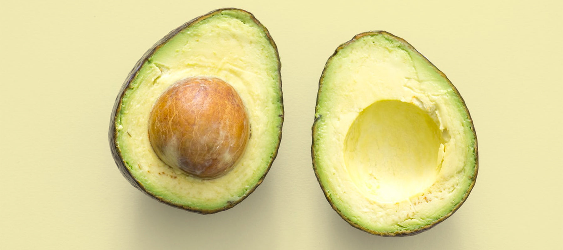 Image of an avocado sliced in two.