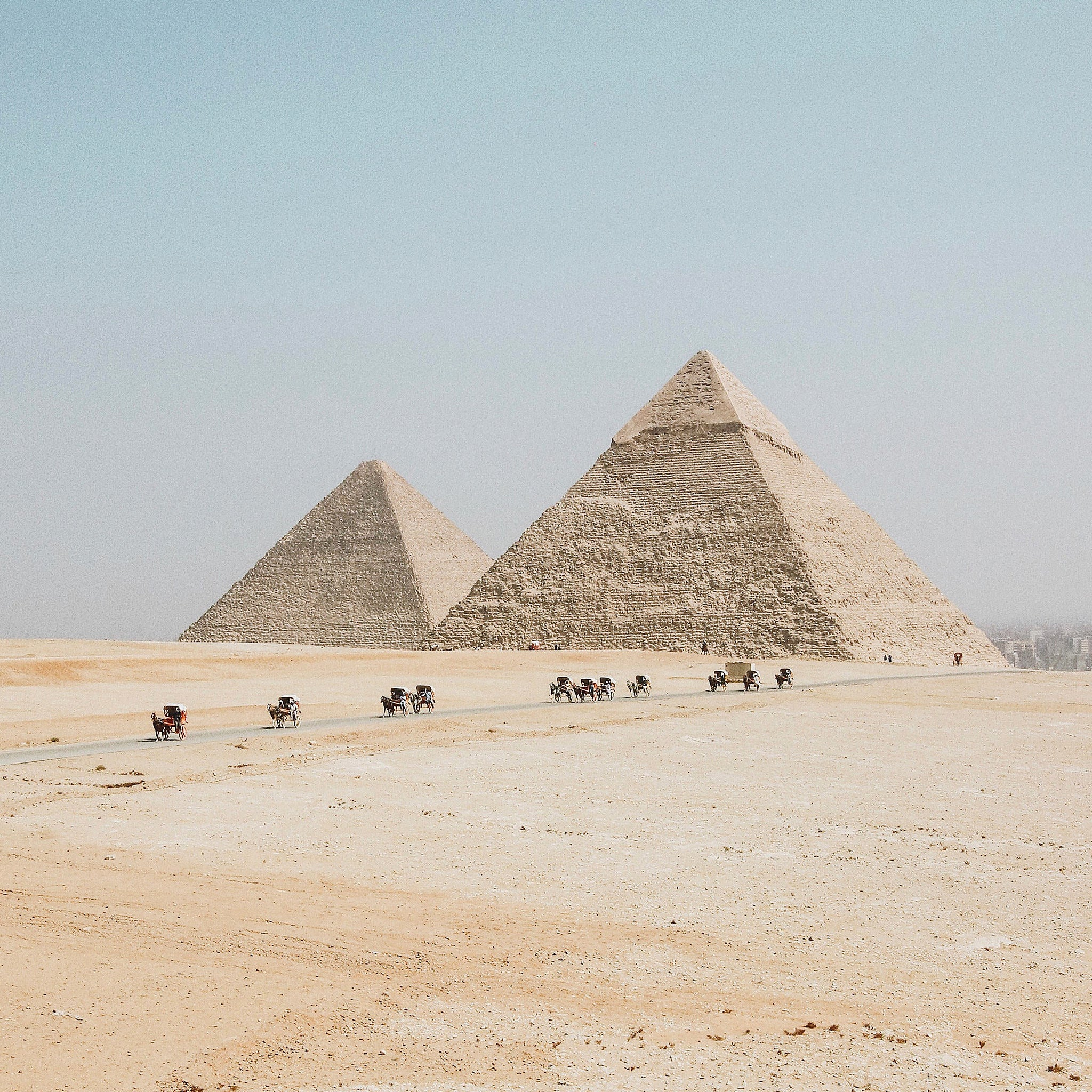 Image of ancient egyptian pyramids.