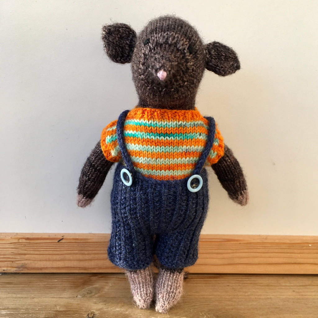 handknitted mouse at the woolly brew