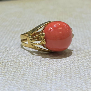 Estate- 18KY Gold Coral Ring