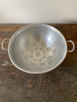 Load image into Gallery viewer, Metal Vintage Colander