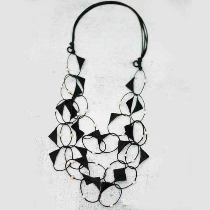 Sylka Sadie Loop Necklace Black