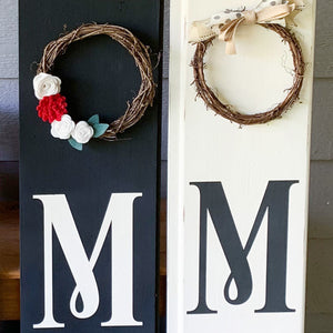 Home sign with wreath or windmill
