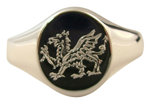 hand engraved crest on gold ring