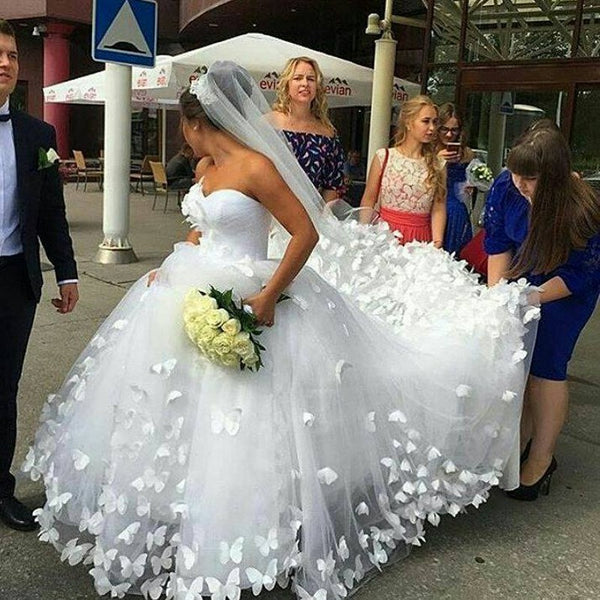 Ball Gowns Wedding Dress Handmade Butterfly Sweetheart Cathedral Train Dainty Bridal Wedding Gowns Dresses vestido de noiva P7032