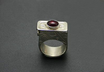 31. ROLL PRINTED POISON RING