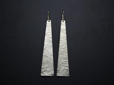 28. INITIATION SERIES LURE SHAPED EARRINGS