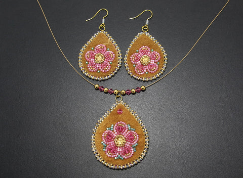 Beaded Pendant & Earrings – Pink