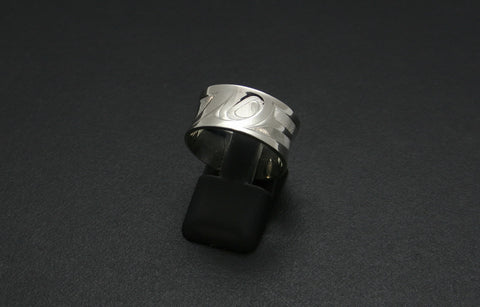 Hummingbird Ring with Reverse Dome