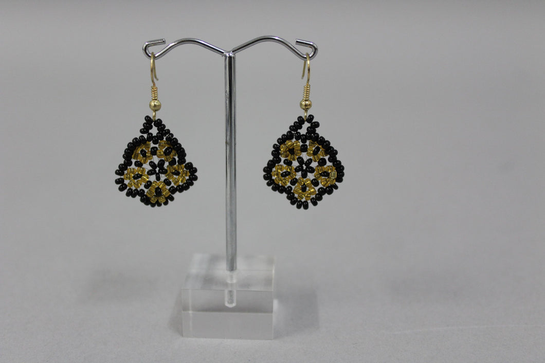 Annie Zaro – Earring Bead Flower