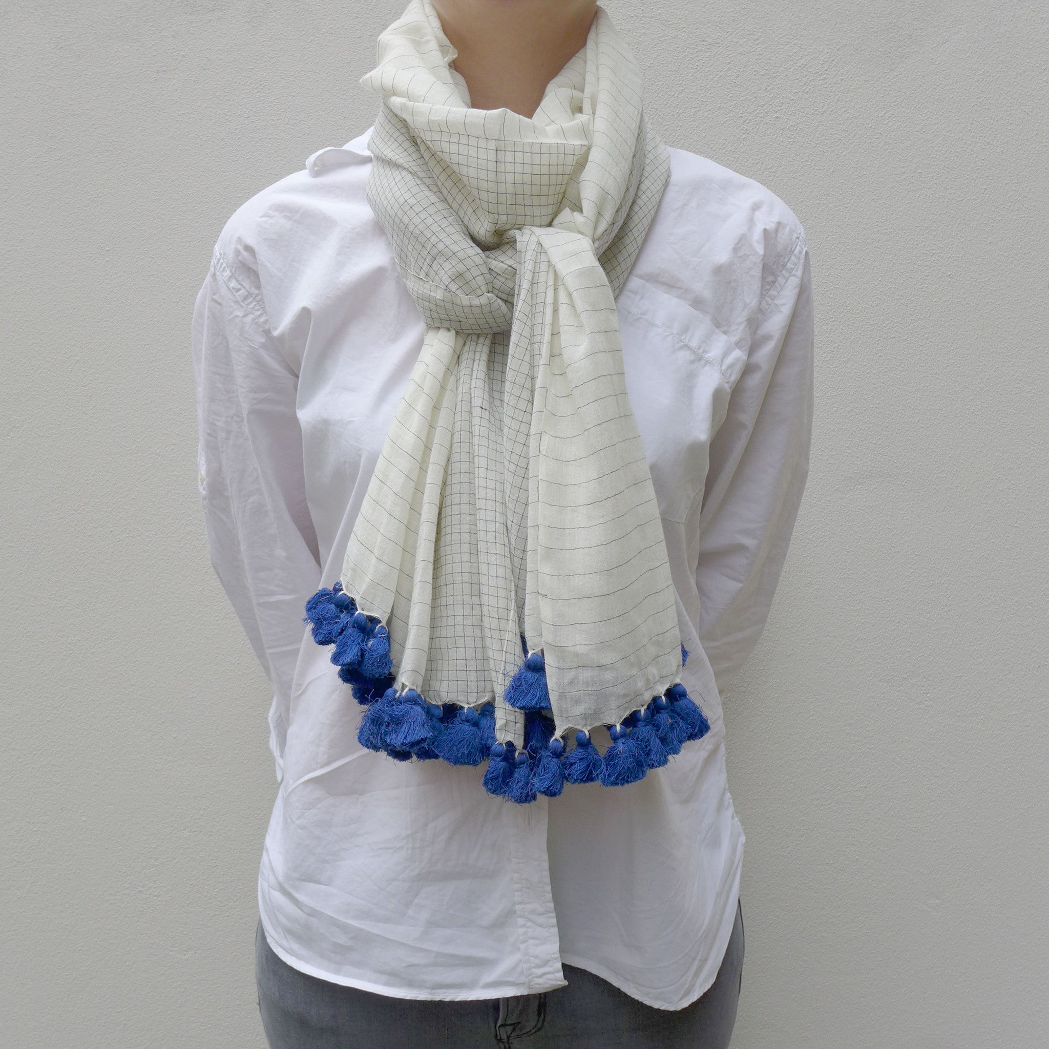 Off-white/blue woven cotton shawl