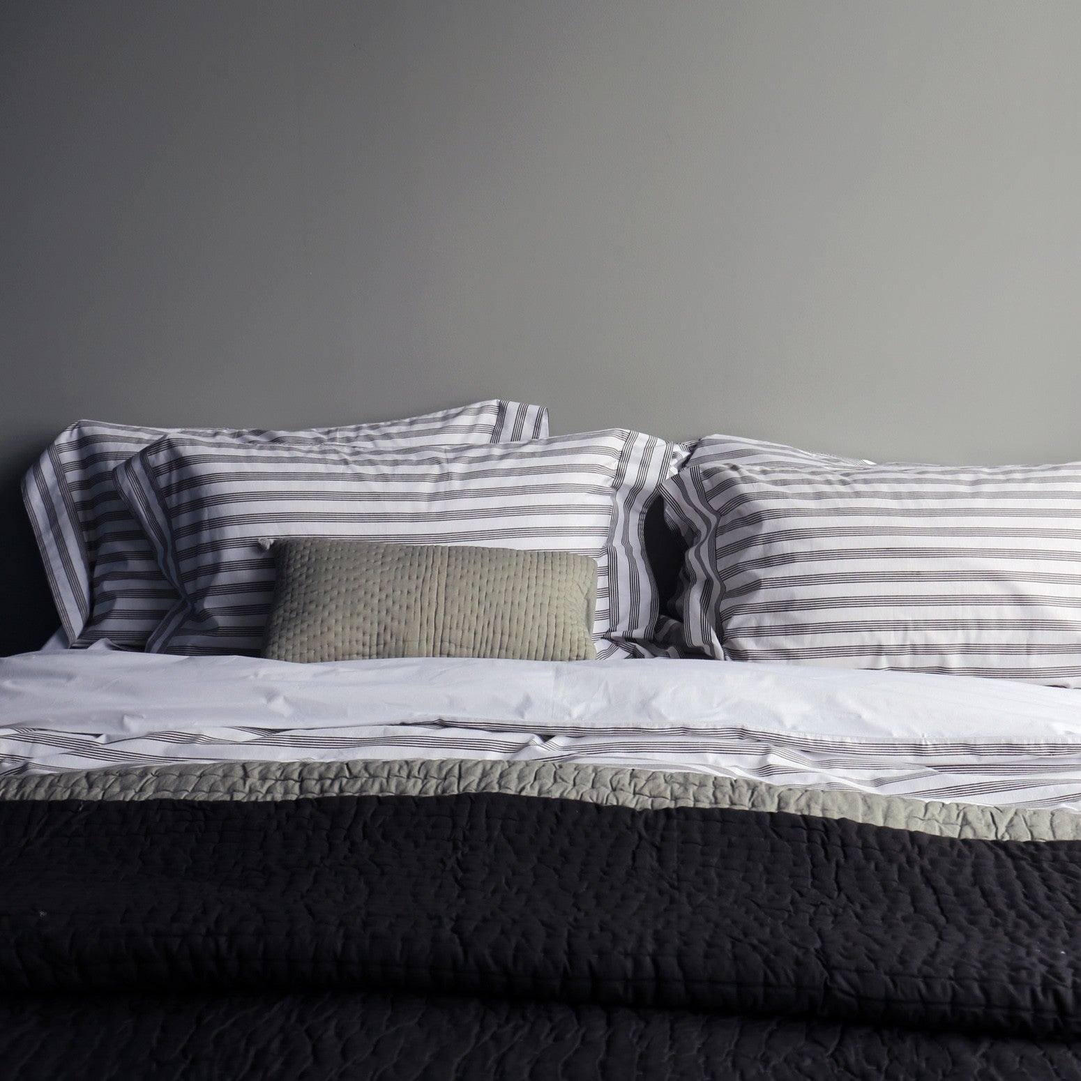 Grey stripe single Oxford pillowcase