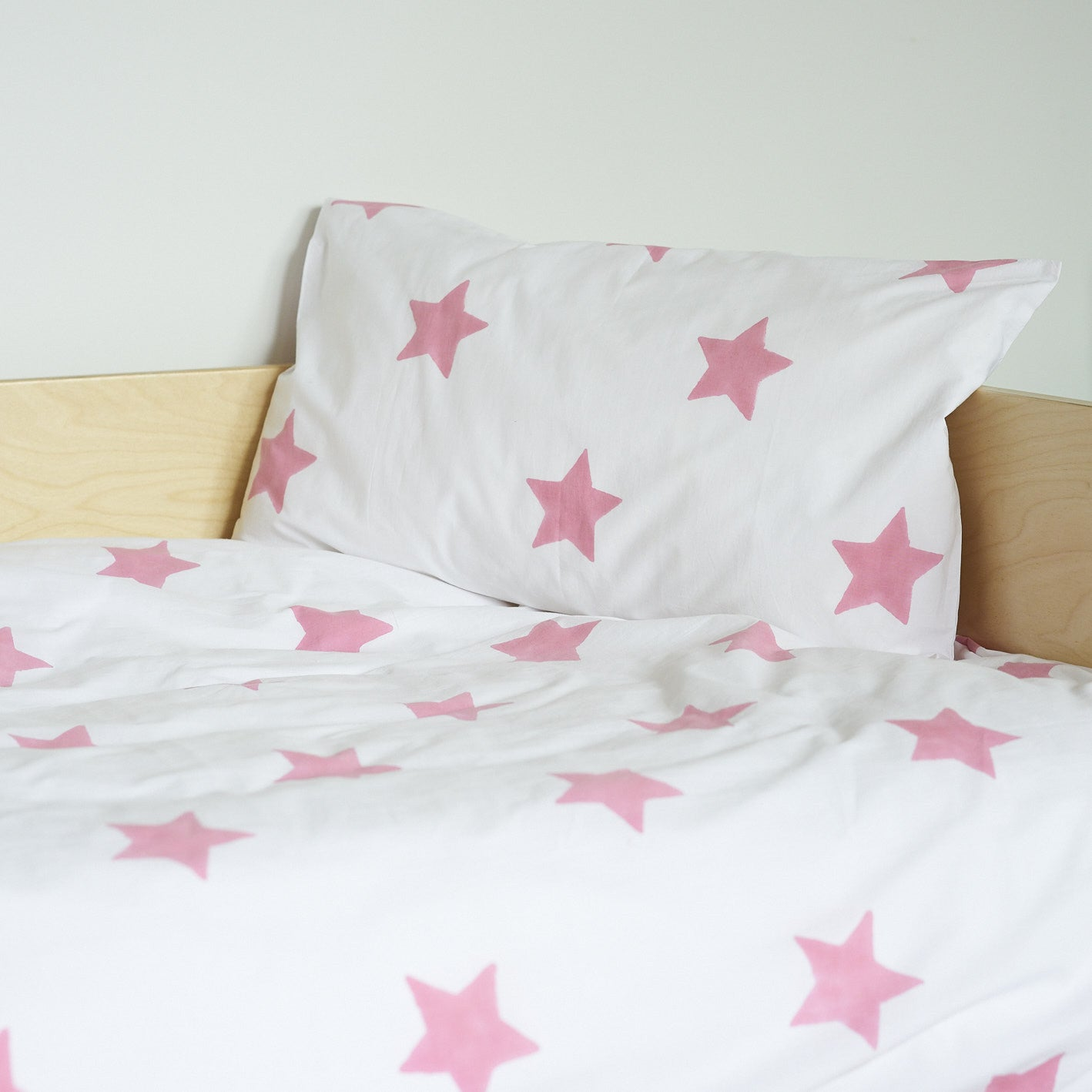 Pastel Pink Star toddler cot bed duvet set