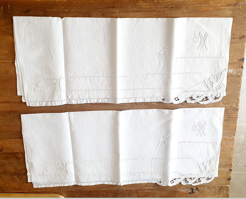 Pair of Hand-embroidred 1940s Italian hand towels