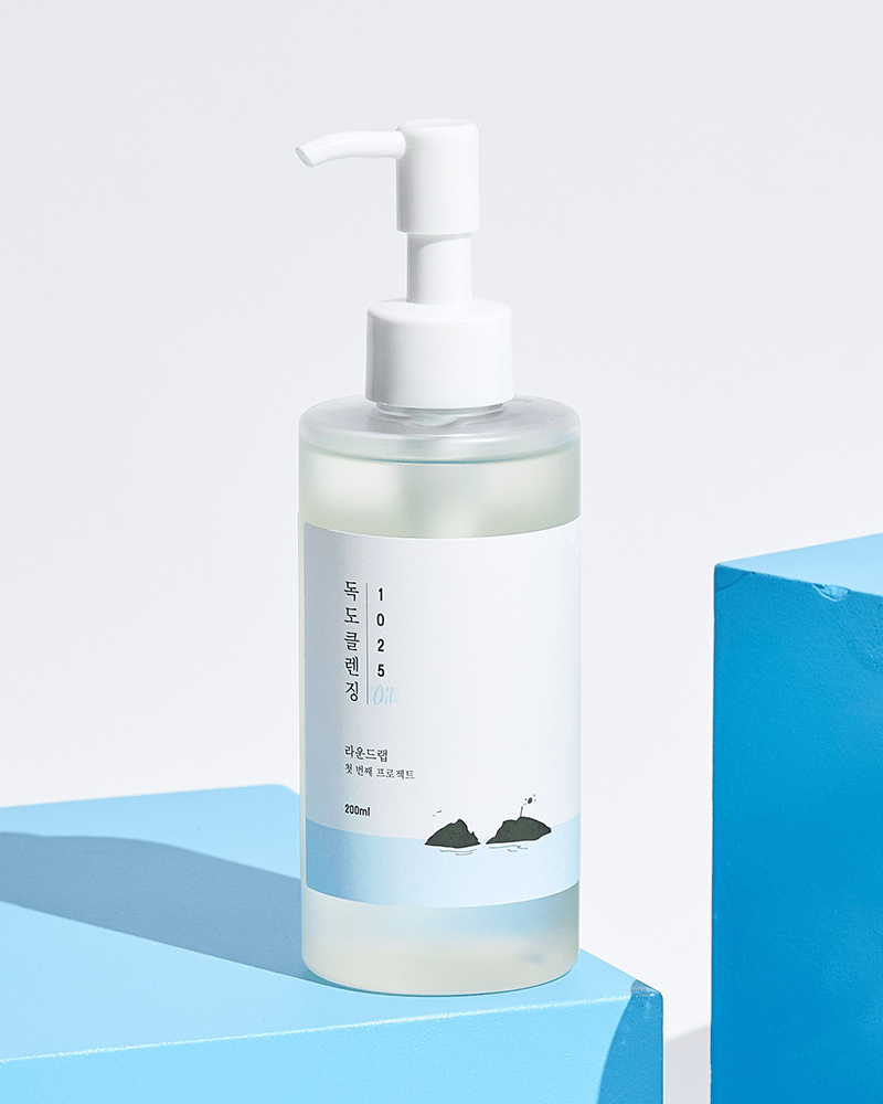 ROUND LAB 1025 Dokdo Cleansing Oil 200ml on blue box