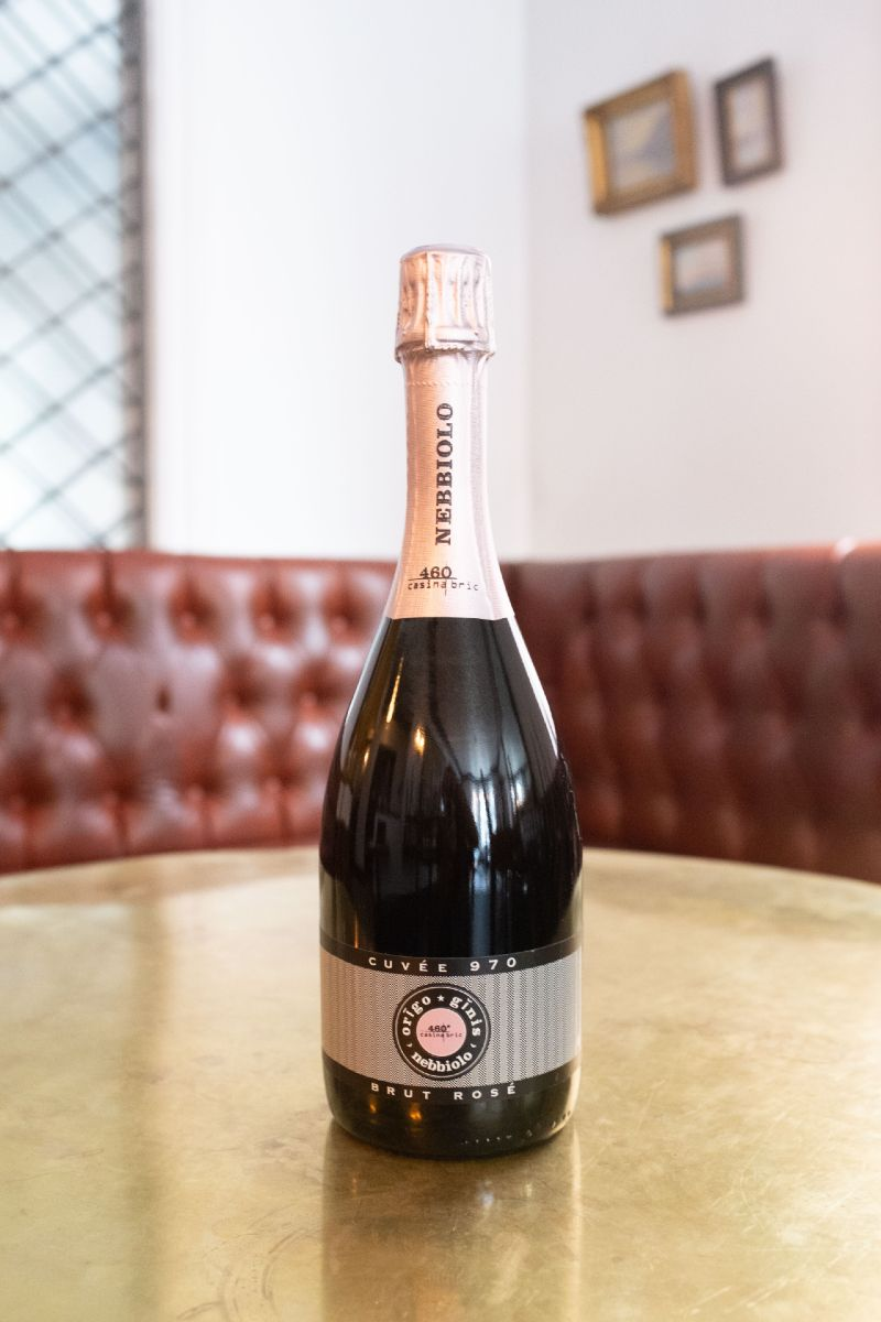 Casina Bric Brut Rosé, a unique sparkling has a delicate pink colour and is fresh and soft.