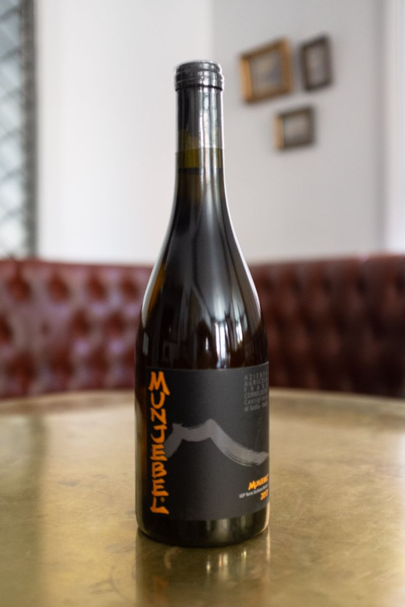 Frank Cornelissen Munjabel Bianco, a natural white that stems from vines over 40 years old, rooted on the lava soil of the great volcano.